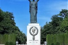 Statue of Jacinto Benavente